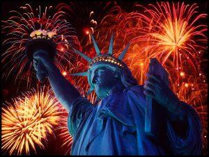 Imagen tomada de: http://historiasdenuevayork.es/2013/07/04/fuegos-artificiales-y-hot-dogs-para-celebrar-el-4-de-julio/